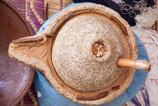 urządzenie do mielenia nasion arganii